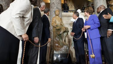 Photo of Rosa Parks Honored by Congress with Full-Length Statue