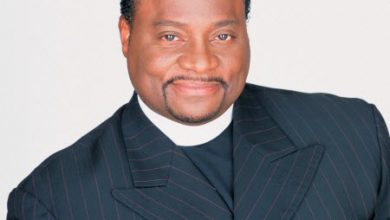 Photo of Bishop Eddie Long Sued Over Alleged Ponzi Scheme