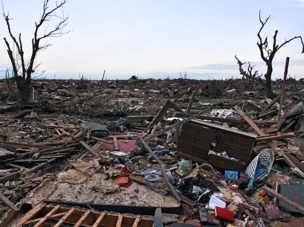 susanne_posel_news_-moore-oklahoma-tornado-rubble