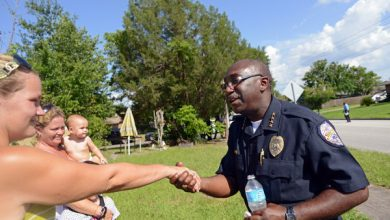 Photo of Police Chief in Florida Tries to Ease Old Tensions