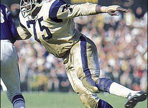 Photo of NFL Legend Deacon Jones Dies at 74