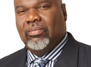 Photo of Mega Church Pastor and Bestselling Author T.D. Jakes Receives Prestigious Award