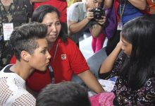 Photo of Alicia Keys Visits Typhoon Refugees in Philippines