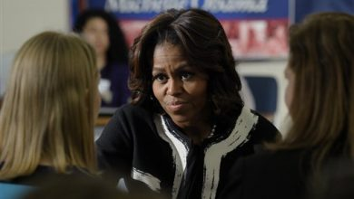 Photo of First Lady to Students: Apply for Federal Aid
