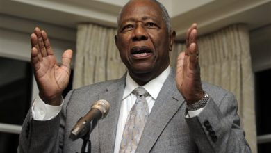 Photo of Baseball Great Hank Aaron Calls Out NFL for Not Signing Colin Kaepernick