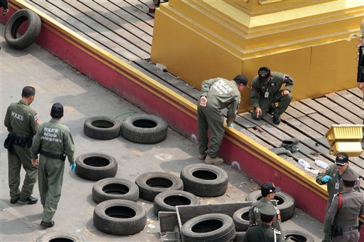 Thai Explosive Ordnance Disposal (EOD) squad members examine at the site where a bomb exploded Monday, Feb. 10, 2014 in Bangkok, Thailand. (AP Photo)