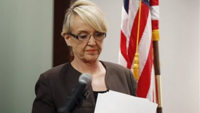 Photo of Arizona Governor's Veto Aimed at Own Party's Right