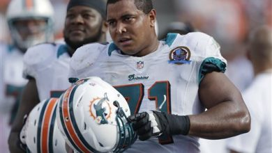 Photo of Former NFLer Jonathan Martin Working on Memoir