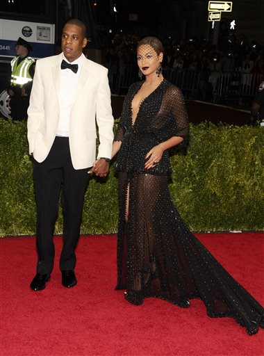 """Jay-Z and Beyonce attend The Metropolitan Museum of Art's Costume Institute benefit gala celebrating """"Charles James: Beyond Fashion"""" on Monday, May 5, 2014, in New York. (Photo by Charles Sykes/Invision/AP)"""