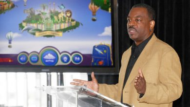 Photo of LeVar Burton Hits Kickstarter Goal for 'Reading Rainbow' in Less Than A Day