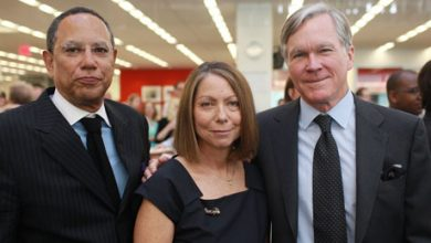 Photo of Jill Abramson Being Replaced by Dean Baquet at Times
