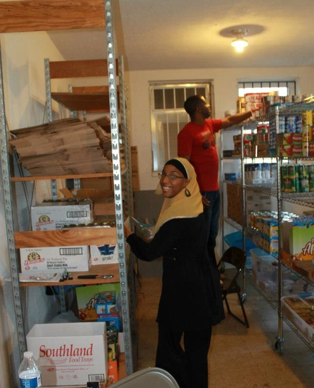 Volunteers restock the Halal Food Pantry at Masjid Al-Muminun in Memphis. Photo courtesy of the Halal Food Pantry at Masjid Al-Muminun.