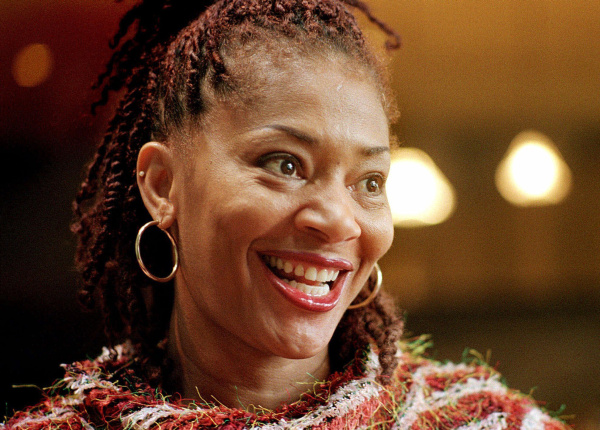 "Author Terry McMillan discusses her new book, ""A Day and a Dollar Short,"" at her Danville, Calif., home Jan. 8, 2001. McMillan, 49, burst onto the literary scene in 1992 with her runaway hit, ""Waiting to Exhale,"" about the lives of four women and their search for love and happiness. McMillan had tapped in to a long-ignored market: educated black women. (AP Photo/Noah Berger)"