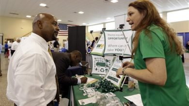 Photo of US Unemployment Aid Applications Drop to 302,000