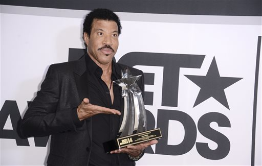 Lionel Richie poses in the press room with the lifetime achievement award at the BET Awards at the Nokia Theatre on Sunday, June 29, 2014, in Los Angeles. (Photo by Dan Steinberg/Invision/AP)
