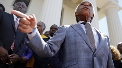 Photo of Back in Spotlight, Sharpton Seizes the Moment