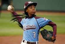 Photo of Mo'ne Davis Asked School to Reinstate Baseball Player Dismissed from Team for Profane Tweet