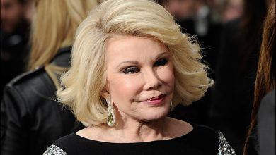 Photo of Joan Rivers Doctor Took A Selfie with Comedienne Before Biopsy