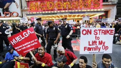 Photo of U.S. Fast-Food Workers Mark Tax Day Demanding Higher Wages