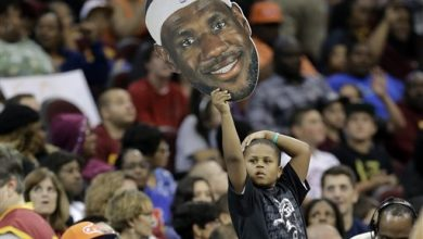 "Photo of LeBron Warmly Welcomed ""Home"" by Cleveland Fans"
