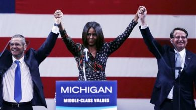 Photo of First Lady Stumps for Democrats in Michigan, Iowa
