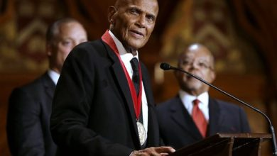 Photo of Oprah Winfrey, Harry Belafonte Honored by Harvard