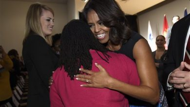 Photo of Michelle Obama Cheers on Women Veterans