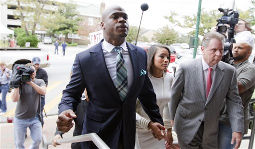 Minnesota Vikings running back Adrian Peterson arrives at the courthouse with his wife Ashley Brown Peterson, for an appearance Tuesday, Nov. 4, 2014, in Conroe, Texas. Minnesota Vikings star Adrian Peterson avoided jail time on Tuesday in a plea agreement reached with prosecutors to resolve his child abuse case.  (AP Photo/ The Courier, Jason Fochtman)