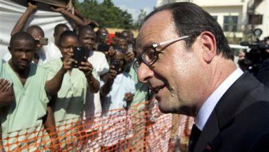 Photo of France's President Francois Hollande Visits Ebola-Stricken Guinea