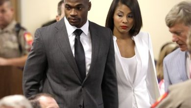 Photo of Adrian Peterson Avoids Jail Time in Child Abuse Case