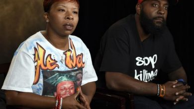 Photo of Ferguson Teen's Parents 'Praying for an Indictment'