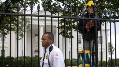 Photo of Report: Drunk Secret Service Agents Crash Into WH Barrier