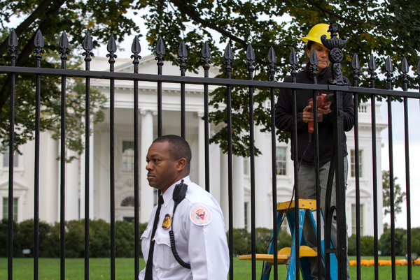 A Secret Service officer outside the White House last month. An intruder ran through bushes near the North Portico that officers wrongly thought were too thick for anyone to pass through. (Evan Vucci/Associated Press)