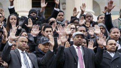 Photo of US Capitol Staffers Raise Their Hands for Ferguson