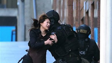 Photo of Sydney Hostage Siege Ends With Gunman and 2 Captives Dead as Police Storm Cafe