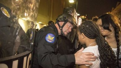 Photo of Poignant Image Emerges from Phoenix Protest