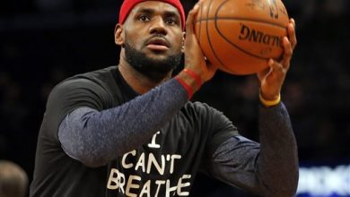 Photo of James, Kyrie, Nets in 'I Can't Breathe' Shirts