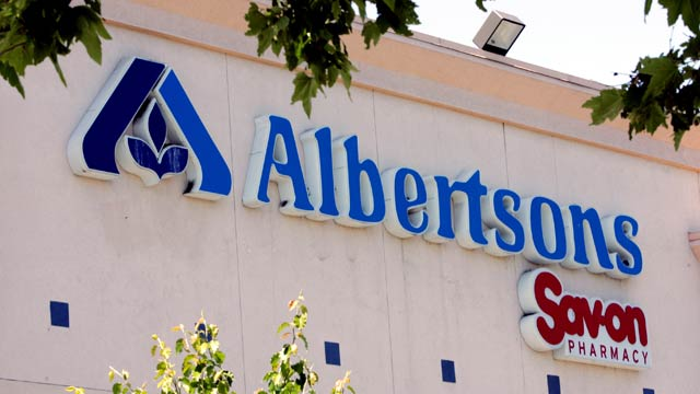 An Albertsons supermarket is shown in a Mountain View, Calif. file photo from May 30, 2006. (AP Photo/Paul Sakuma, File)