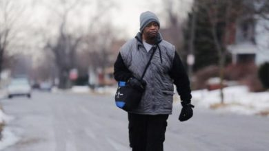 Photo of Police Help Hard-Walkin' Detroiter Move to Safer Home