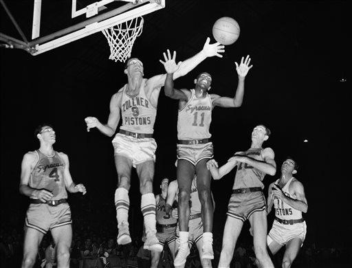 Photo of Earl Lloyd, N.B.A.'s First Black Player, Dies at 86