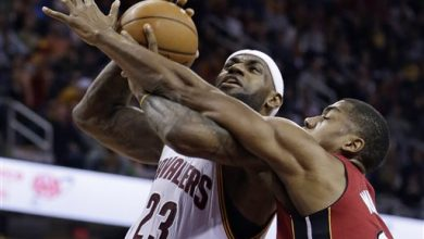 Photo of LeBron, Cavs Overpower Heat 113-93 for 14th Win in 15 Games