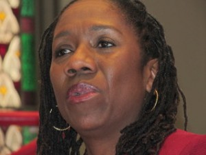 Sherrilyn Ifill, president and director-counsel of the NAACP Legal Defense and Education Fund, speaks to students at the University of Maryland School of Law. (Photo by Roberto Alejandro)