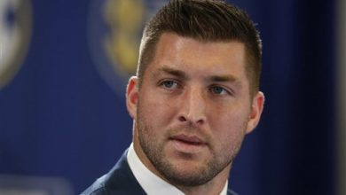 Photo of AP Sources: Tim Tebow Works Out for Eagles