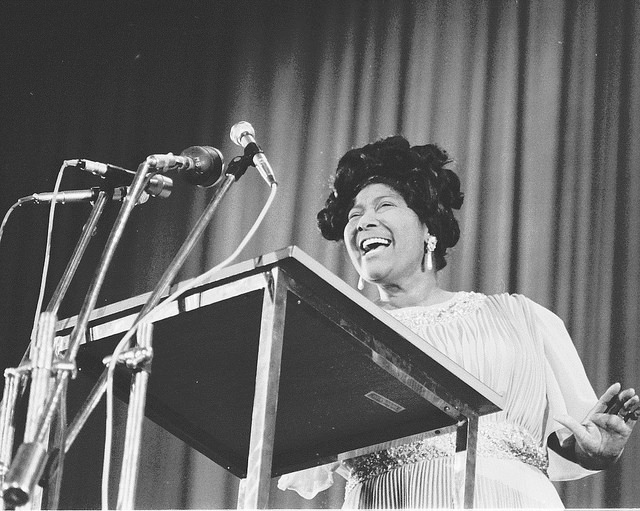 Mahalia Jackson sings in New Delhi, India, May 1971. (U.S. Embassy New Delhi/Flickr/CC BY-ND 2.0)