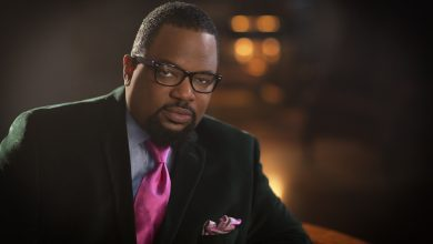 Photo of Hezekiah Walker Honored with NNPA Torch Award