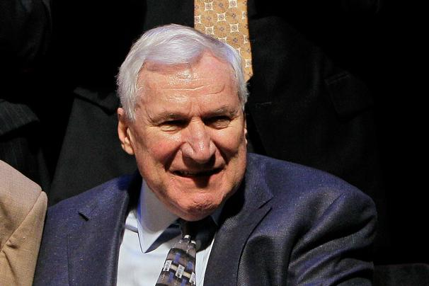 Photo of Dean Smith Left Money in His Will to Every UNC Letterman Who Played Under Him