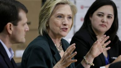 Photo of Clinton Faces Promise, Risk of Being Seen as 3rd Obama Term