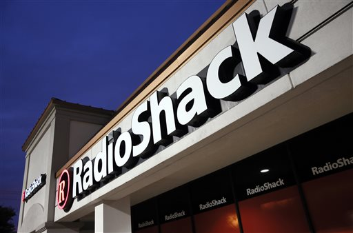 This Tuesday, Feb. 3, 2015 file photo shows a RadioShack store in Dallas. A bankruptcy judge on Tuesday, March 31, 2015 approved the sale of more than 1,740 RadioShack stores to hedge fund Standard General, preserving some 7,500 jobs. (AP Photo/Tony Gutierrez, File)