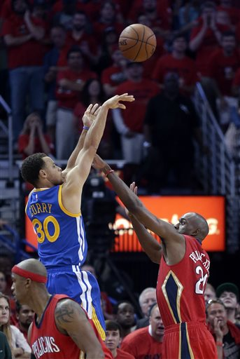 Golden State Warriors guard Stephen Curry (30) shoots over New Orleans Pelicans guard Quincy Pondexter (20) during the second half of Game 3 of a first-round NBA basketball playoff series in New Orleans, Thursday, April 23, 2015. The Warriors won in overtime 123-119, to take a 3-0 lead in the best-of-seven series. (AP Photo/Gerald Herbert)