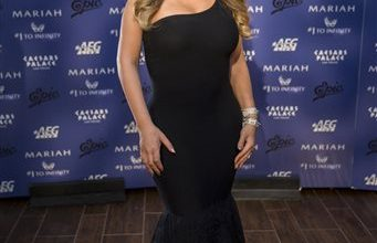 Photo of Pop Star Mariah Carey Makes Grand Entrance for Vegas Show